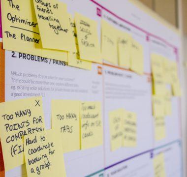 Ein ausgefülltes Ideenmanagement-Template als Sinnbild für das systematische Vorgehen in der Innovationsentwicklung